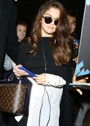 Selena Gomez - Los Angeles International Airport