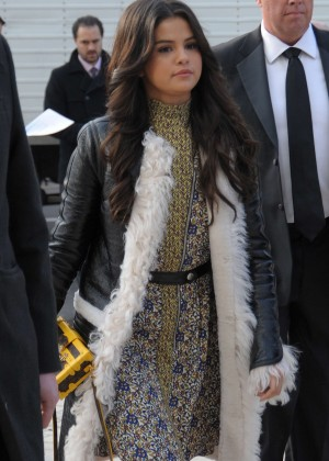 Selena Gomez - Louis Vuitton Fashion Show 2015 in Paris