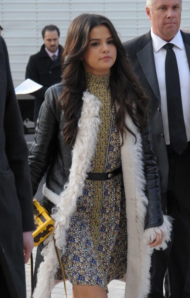 Selena Gomez - Louis Vuitton Fashion Show 2015 in Paris