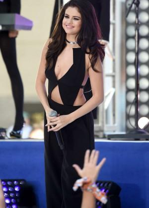 Selena Gomez: NBCs Today at Rockefeller Plaza -02
