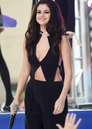 Selena Gomez: NBCs Today at Rockefeller Plaza -29