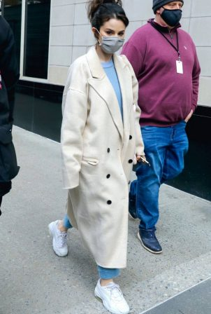 Selena Gomez - on the set of 'Murders In The Building' in NYC