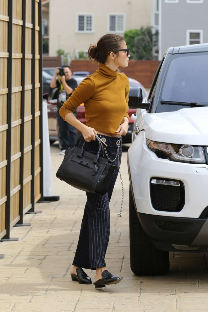 Selena Gomez out for a lunch -13