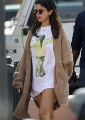 Selena Gomez out for breakfast with friends in Studio City