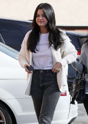 Selena Gomez - Out for lunch in Los Angeles