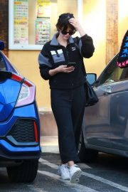 Selena Gomez - Out for lunch in Van Nuys