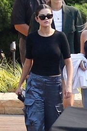 Selena Gomez - Out for lunch with friends at Nobu in Malibu
