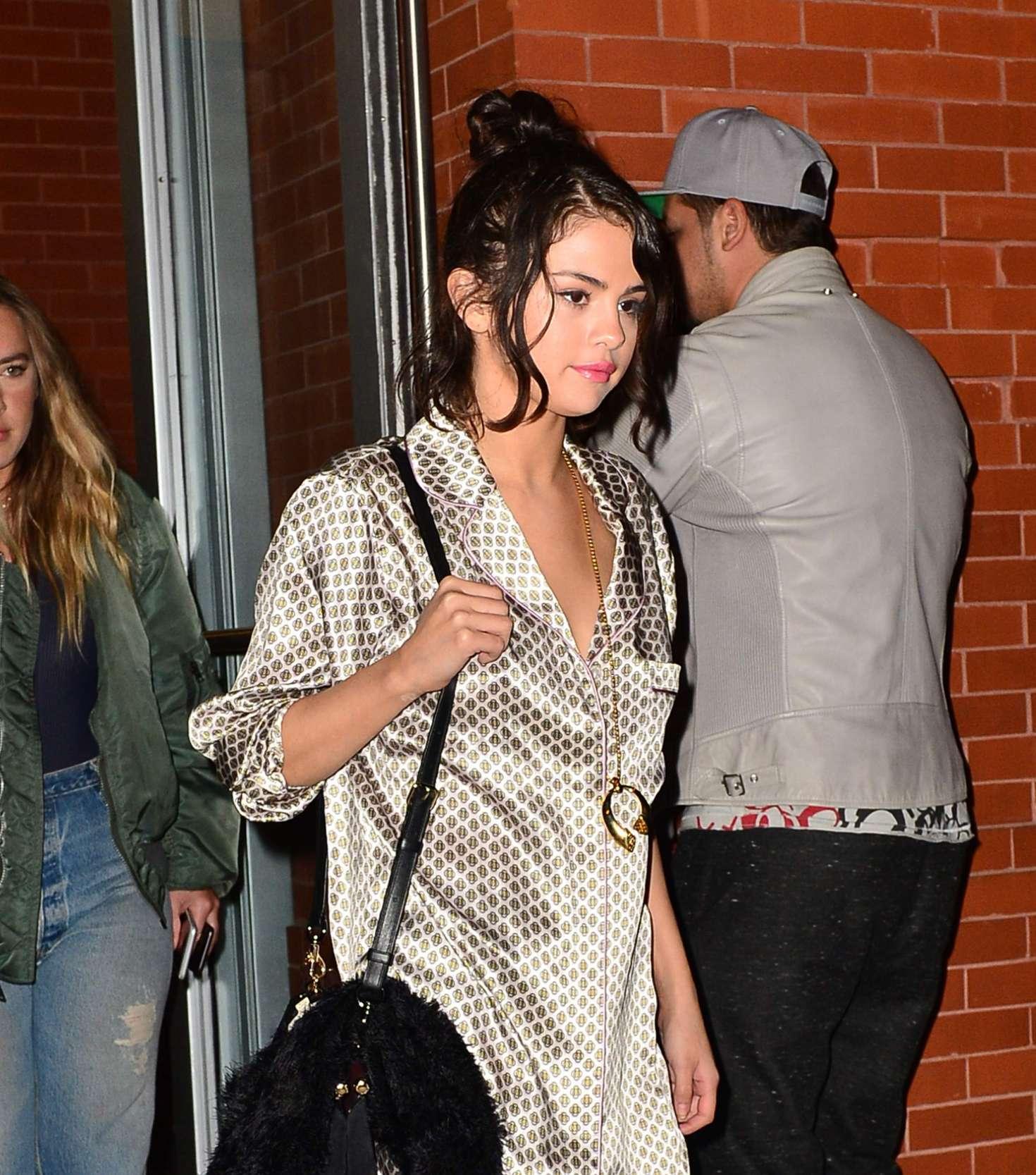 Selena Gomez 2017 : Selena Gomez out in New York City -15