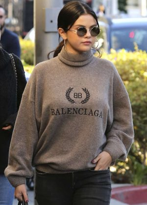 Selena Gomez - Out of lunch in Beverly Hills