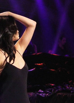 Selena Gomez p Performing on Saturday Night Live -04