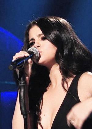 Selena Gomez p Performing on Saturday Night Live -05
