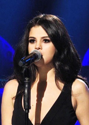 Selena Gomez p Performing on Saturday Night Live -07