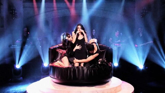 Selena Gomez 2016 : Selena Gomez p Performing on Saturday Night Live -08