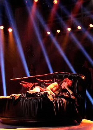 Selena Gomez p Performing on Saturday Night Live -09