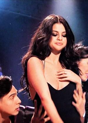 Selena Gomez p Performing on Saturday Night Live -11