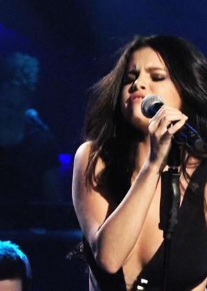 Selena Gomez p Performing on Saturday Night Live -12
