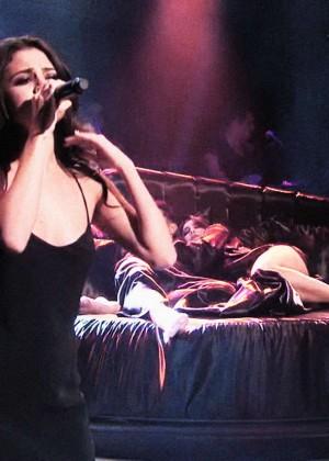 Selena Gomez p Performing on Saturday Night Live -16