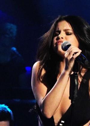 Selena Gomez p Performing on Saturday Night Live -22