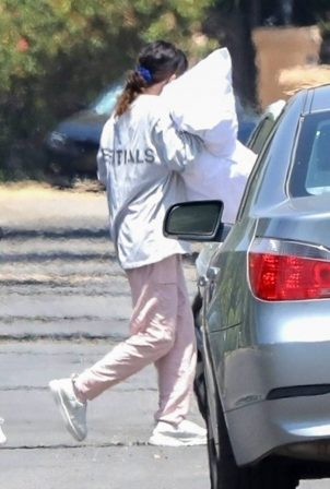 Selena Gomez - Packing up luggage for a travel in Los Angeles