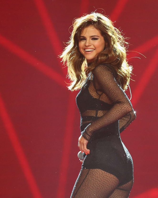 Selena Gomez - Performing at Her 'Revival Tour' in Sydney