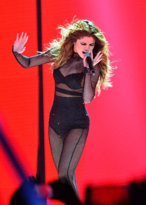 Selena Gomez - Performing at 'Revival World Tour' in Newark
