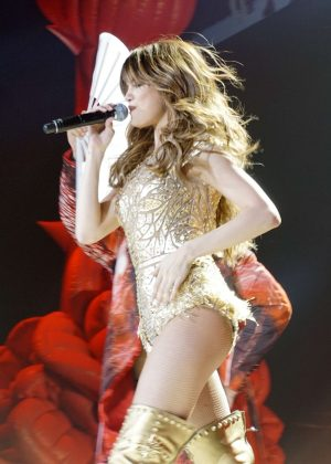 Selena Gomez - Performing live at the American Airlines Arena in Miami