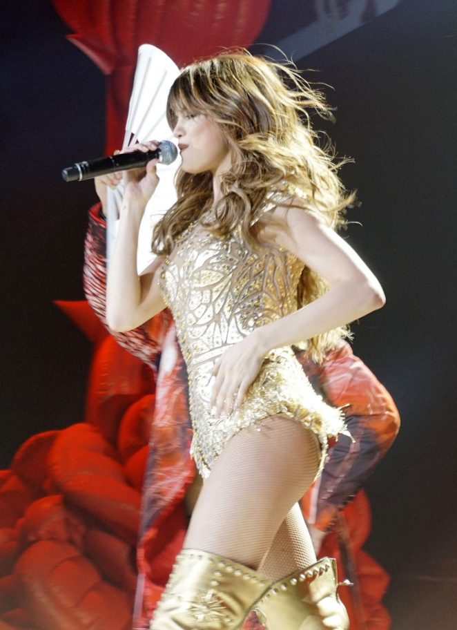 Selena Gomez – Performing live at the American Airlines Arena in Miami