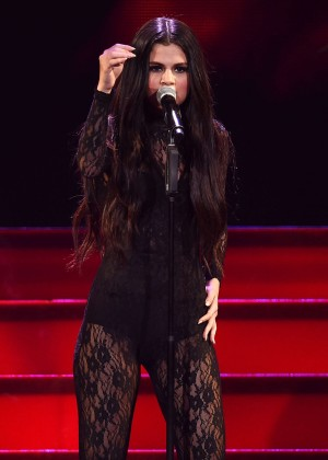 Selena Gomez - Performs at 102.7 KIIS FM's Jingle Ball 2015 in LA