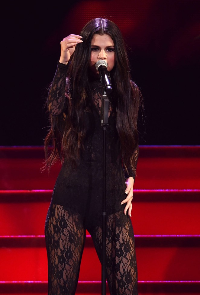 Selena Gomez - Performs at 102.7 KIIS FM's Jingle Ball 2015 in LA