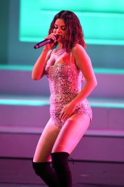 Selena Gomez - Performs at 2019 American Music Awards in Los Angeles