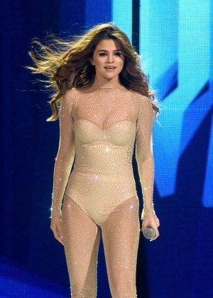 Selena Gomez - Performs at Revival World Tour in San Jose