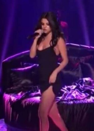 Selena Gomez -Pperformance on Saturday Night Live in NY