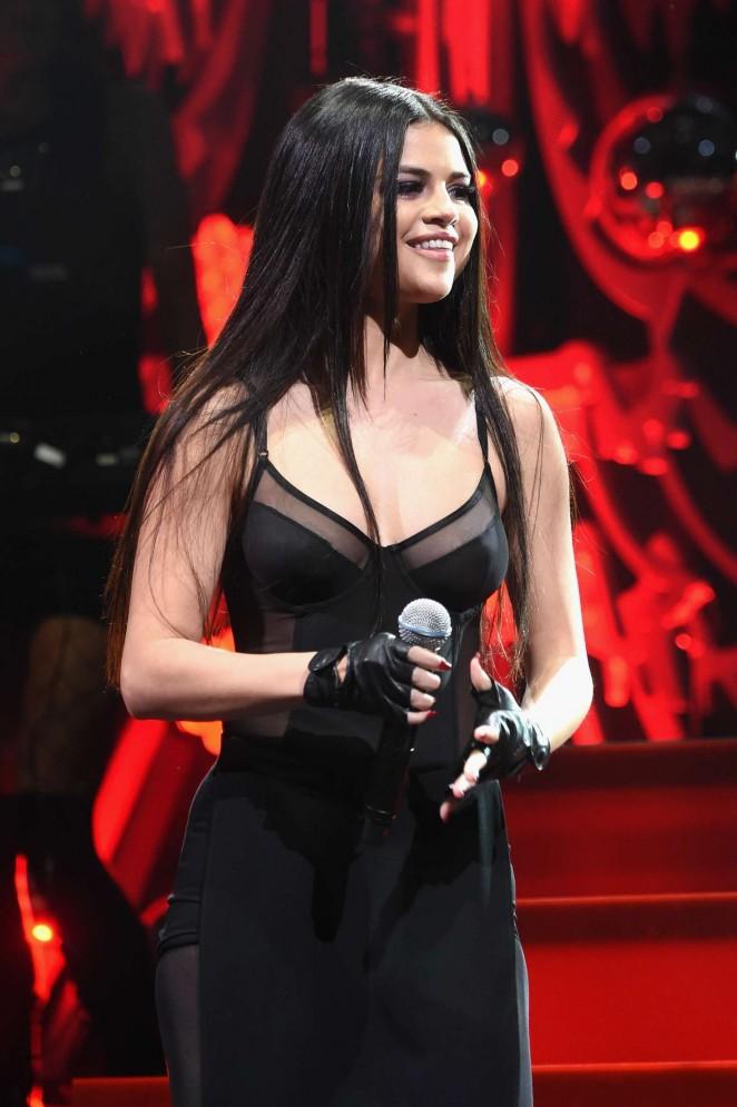 Selena Gomez – Q102's Jingle Ball 2015 in Philadelphia