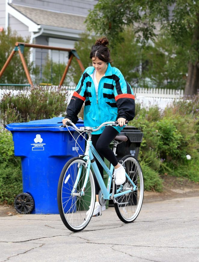 Selena Gomez - Riding a bike in Los Angeles