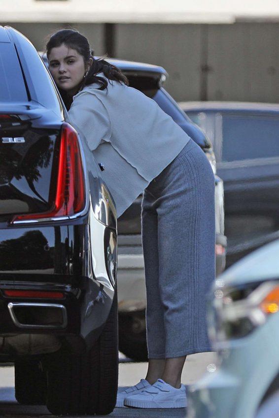 Selena Gomez 2019 : Selena Gomez – Shopping at XIV Karats in Beverly Hills-01