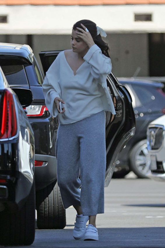 Selena Gomez 2019 : Selena Gomez – Shopping at XIV Karats in Beverly Hills-04