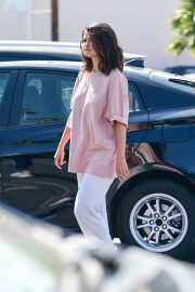 Selena Gomez - Shopping in Los Angeles