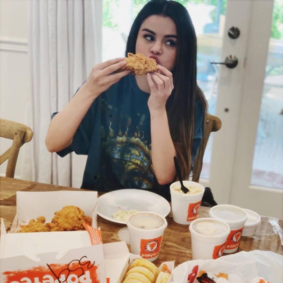 Selena Gomez 2020 : Selena Gomez – Social media-24