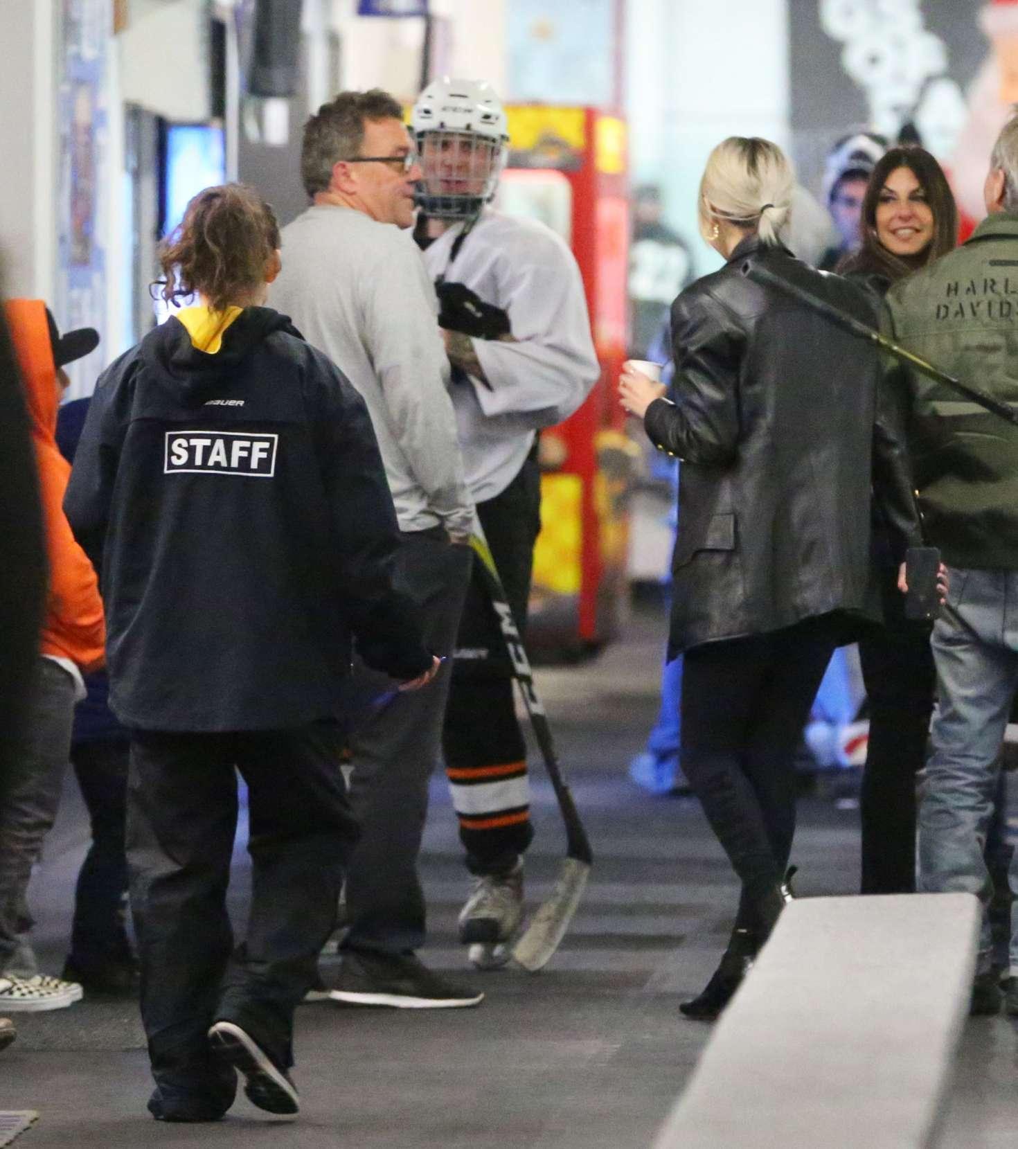 Selena Gomez 2017 : Selena Gomez: Supports Justin Bieber at his hockey game -06