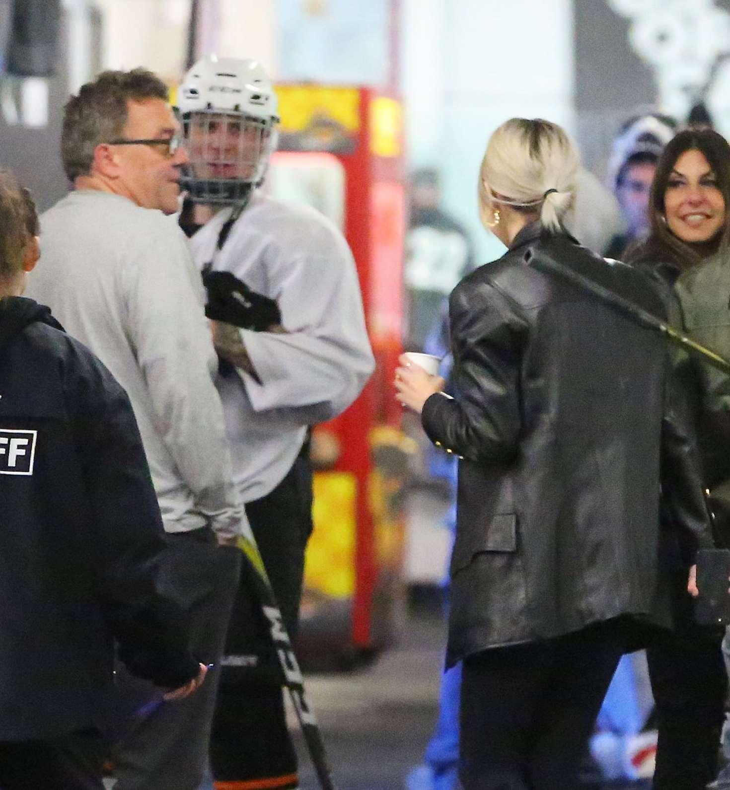 Selena Gomez 2017 : Selena Gomez: Supports Justin Bieber at his hockey game -08