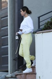 Selena Gomez - Visit a friend in Los Angeles