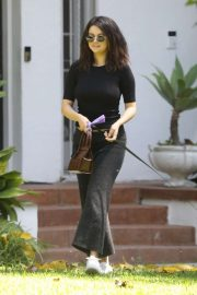 Selena Gomez - Visit a friend's house in Los Angeles