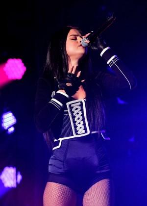 Selena Gomez: WiLD 94 9s FMs Jingle Ball 2015 -12
