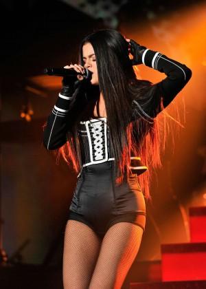 Selena Gomez: WiLD 94 9s FMs Jingle Ball 2015 -14
