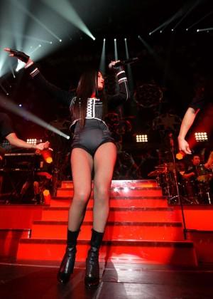 Selena Gomez: WiLD 94 9s FMs Jingle Ball 2015 -16