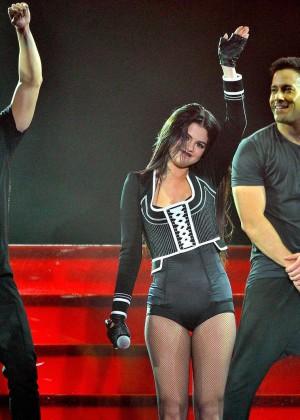 Selena Gomez: WiLD 94 9s FMs Jingle Ball 2015 -18