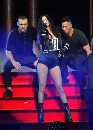 Selena Gomez: WiLD 94 9s FMs Jingle Ball 2015 -20