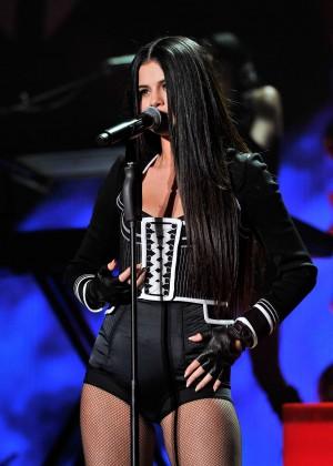 Selena Gomez: WiLD 94 9s FMs Jingle Ball 2015 -21