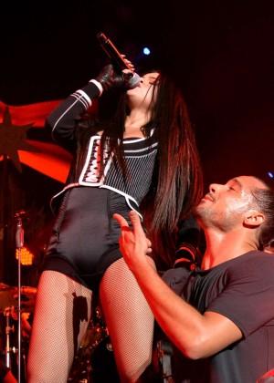 Selena Gomez: WiLD 94 9s FMs Jingle Ball 2015 -26