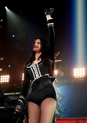 Selena Gomez: WiLD 94 9s FMs Jingle Ball 2015 -28
